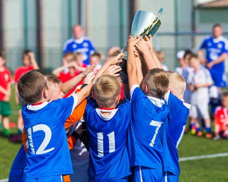 Maler Möhlmann sponsert Apener Fußball Jugend