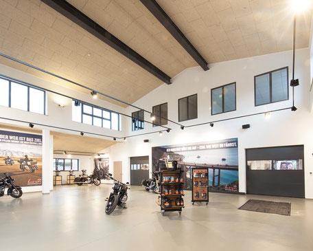 Malerarbeiten Harley-Davidson Werkstatt. Gewerbebau. 3.000 qm Wände und Decken.