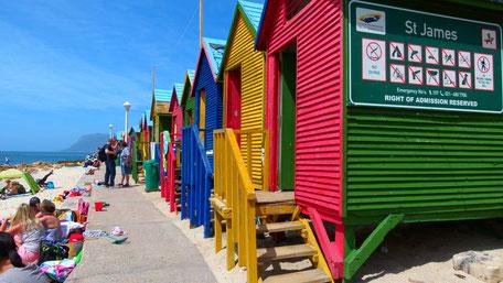 Kapstadt/Kaphalbinsel/Strandhäuschen/St. James/Südafrika
