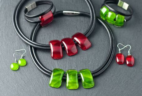 Lyan una linea di gioielli in vetro realizzata a mano nel atelier Occhio di Vetro a Mendrisio in Svizzera. pan bijoux en verre fait main réalisés en Suisse