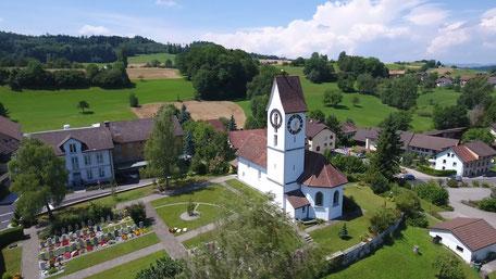 Die Kirche seitwärts