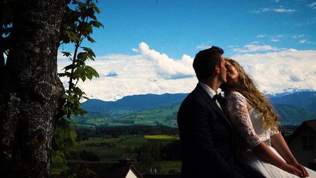 Hochzeitsvideo von Kimberley & Simon im Garten