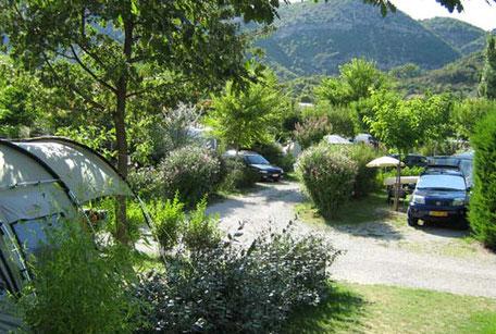 emplacements du camping la vallée bleue à sahune