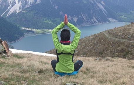 Vinjasa Flow Yoga mit Yoga Lehrerin Katja Oberkofler Götsch vom Hotel Reschnerhof in Südtirol