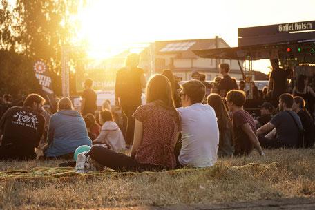 GreenJuiceFestival - Bonn - Festival - Atmo - Atmosphäre - Besucher - Sonnenuntergang - Gaffel Kölsch - Konzertsucht