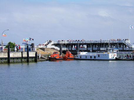 Alte Liebe in Cuxhaven. Eine Aussichtsplattform an der Elbe mit Blick zur Nordsee