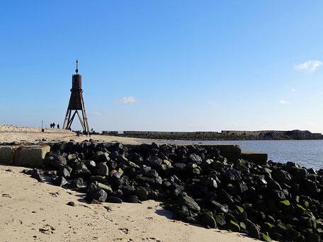 Die Kugelbake ist das Wahrzeichen der Stadt Cuxhaven und liegt direkt am Welt Schifffahrtsweg, der Elbe.