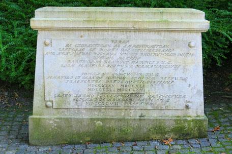Gedenkstein für Barthold Heinrich Brockes und Johann Schlueter