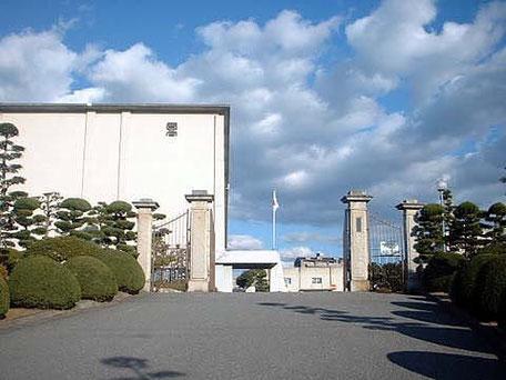 塾長石川久人の母校、岡崎高校正門