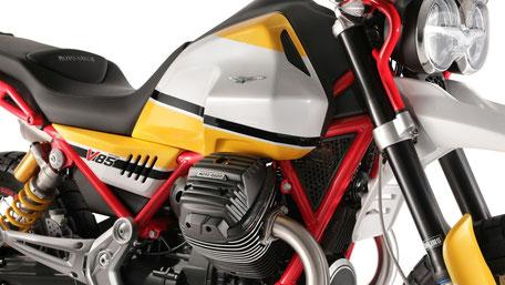Moto Guzzi V85 TT Schutzblech vorne und rechte Tankansicht