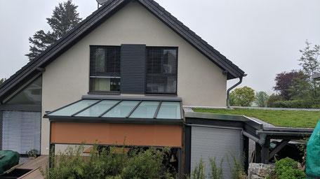 Terrado GP 5100 und Ventosol Senkrechtmarkise, Dachglas satiniert