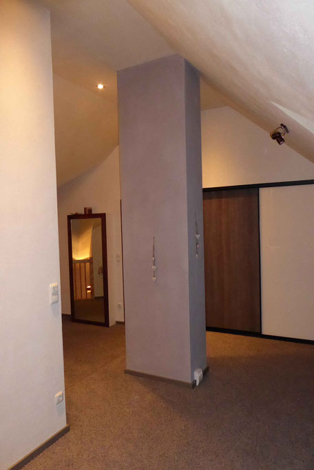 Dachgeschoss mit grauem Balken