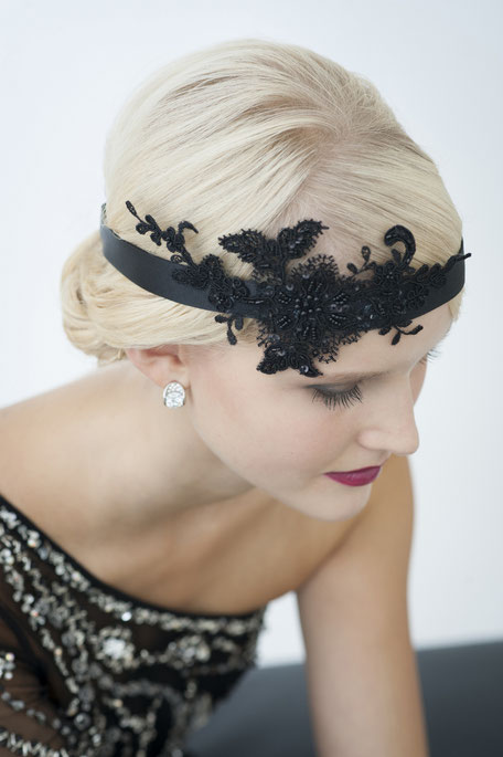 20er Jahre Haarband mit Spitze in Schwarz. Kopfschmuck Vintage - Gatsby Haarschmuck. Haarschmuck Weihnachten, Silvester, Gala, Dinner, Fasching, Weihnachtsgeschenk.