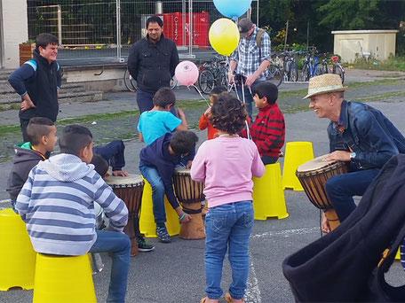 Das bunte Eröffnungsfest der Interkulturellen Wochen 2016 in der Flüchtlingsunterkunft Schusterkrug in Kiel mit KulturLife.