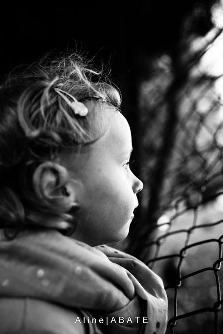 visage d'enfant en noir et blanc