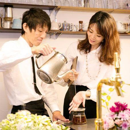 法人向け出張レッスン承ります。茶葉の卸販売、ブレンド制作、チームビルディング、カフェコンサルはお問合せください。