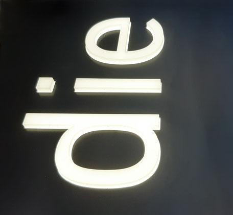 10mm durchgesteckte Acrylbuchstaben