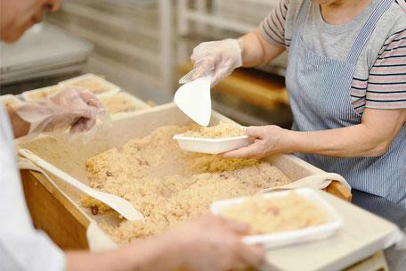 長岡しょうゆ赤飯製造風景