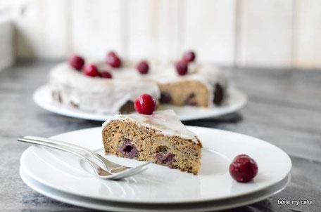 glutenfreier und veganer Mohn-Kirsch Kuchen, laktosefrei, weizenfrei