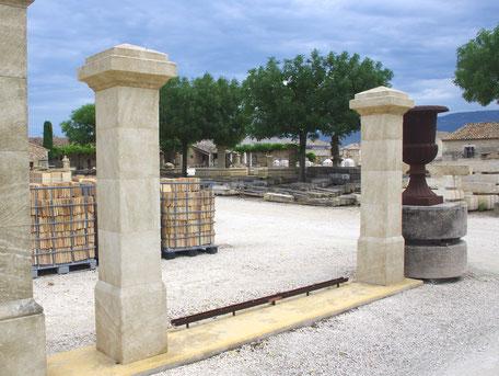 Toreinfassung aus Französischen Naturstein