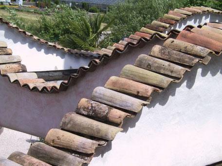 Dachziegel oder Mauerabdeckung, historische Baustoffe