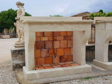 Gealterte Handgefertigten Kaminmaske aus Französischen Kalkstein