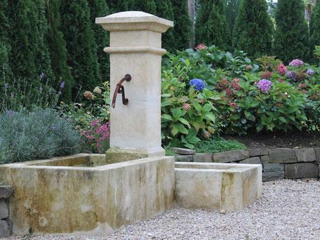 Naturstein Säulenbrunnen mit zwei Becken