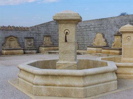 Säulenbrunnen Gartenbrunnen aus Naturstein