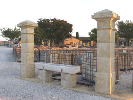 Handgefertigten Einfahrt- und Hoftor Pfosten Landhausstil aus Französischen Naturstein