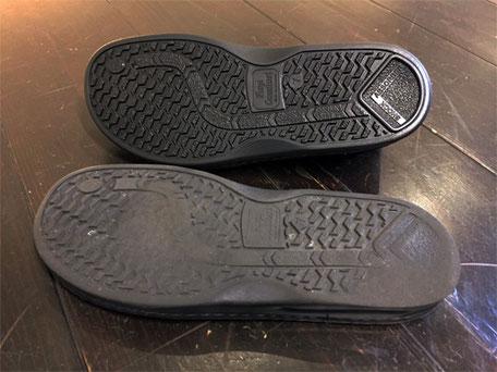上が新しい靴底、下が摩耗した靴底です