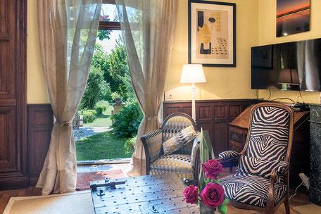 Domaine de Vielcastel, votre location saisonnière pour vos vacances en famille, avec salon pour 10 personnes