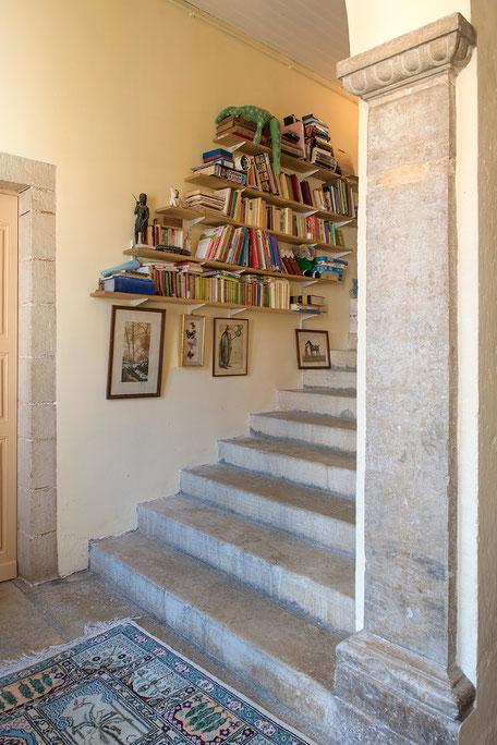 Domaine de Vielcastel, votre location saisonnière pour vos vacances en famille avec escalier en pierre