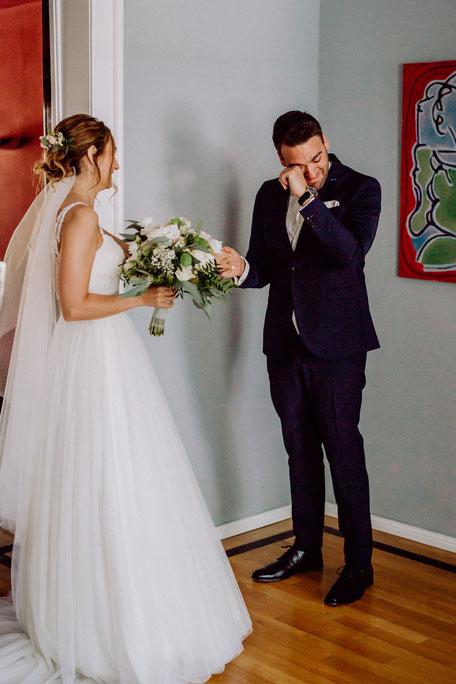 Brautpaar beim First Look vor der Hochzeit in Rheinland-Pfalz