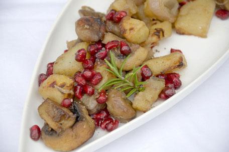 Maronen-Kartoffeln mit Pilzen und Granatapfelkernen