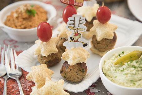 Weihnachtliche Keftedakia mit Salat nach Wahl