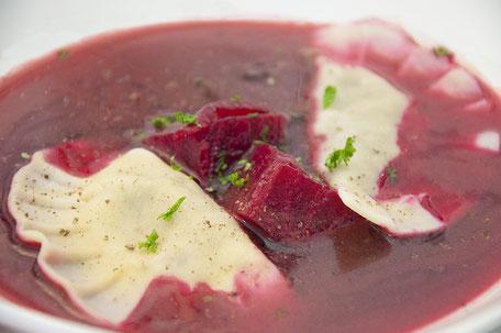 Barszcz (Rote Beete Suppe) mit Pilz- Pierogi