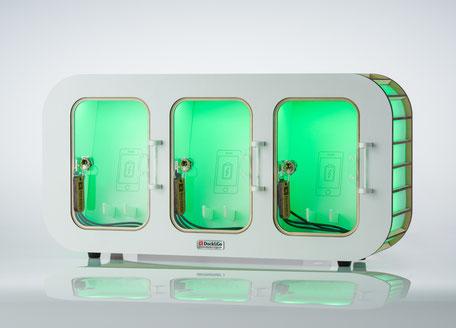 Die Dock&Go Style Ladestation mit grüner Beleuchtung.