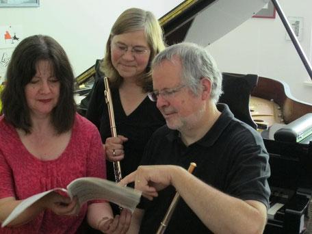 Münchner Flötentrio: Elisabeth Weinzierl und Edmund Wächter, Flöten; Eva Schieferstein, Klavier