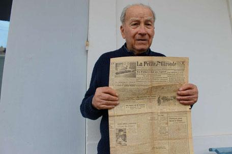 """Jean Dazens a conservé un exemplaire du journal """"La Petite Gironde"""" qui relate le tournage des extérieurs du film """"Ceux du rivage"""", en partie tourné en 1943 à Gujan-Mestras. Photo M.M."""