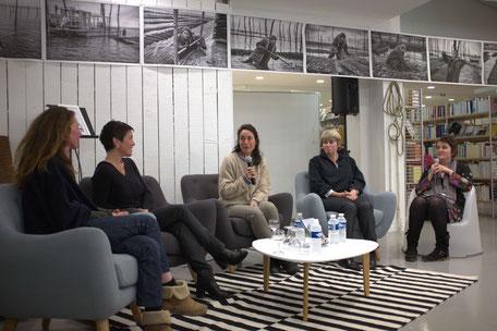 De gauche à droite: Isabelle Vacosait, éleveuse, la réalisatrice  Laurence Fleury, Sylvie Latrille et Catherine Roux, ostréicultrices, Laura Duponchel, journaliste. Photos Pierre Duffour