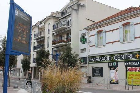 L'anceinne poste et l'ancienne salle de cinéma Casino, boulevard de la République à Andernos-les-Bains