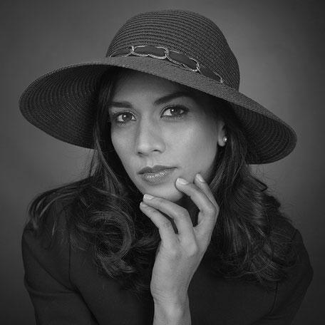 Photo de portrait de femme en studio
