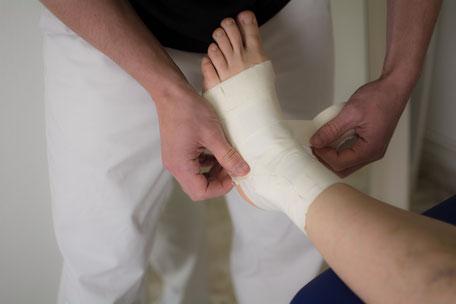 Tape zur Stabilisation von Gelenken im Rahmen der Physiotherapie in Graz Jakomini
