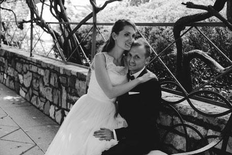 Coppia di sposi in bianco e nero