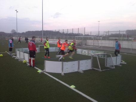im Soccer-Ei Seniorentraining Umschaltspiel auf engstem raum
