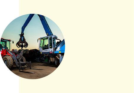 Kran und Traktor für die Domontage