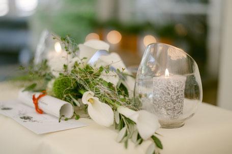 Die Kerzen ein Teil der Zeremonie der freien Trauung