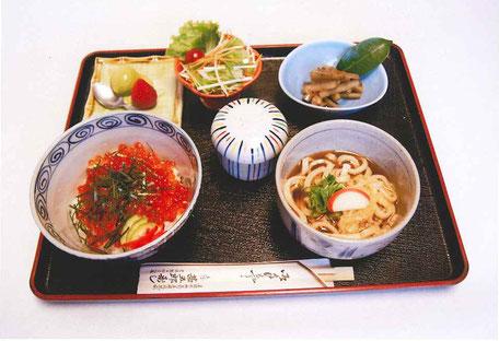 ランチいくら丼970円(税込)