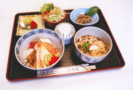 ランチ海鮮丼970円(税込)