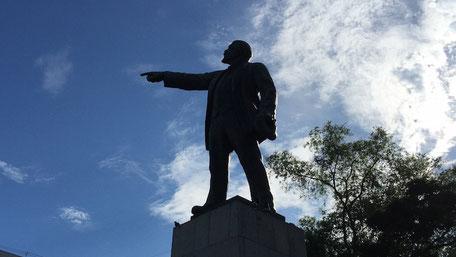 ウラジオストク駅前レーニン像